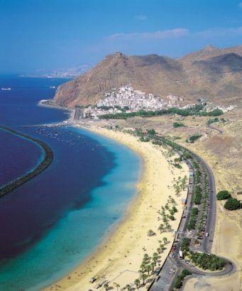 Typical beach view of Playa de Las Teresitas in Tenerife!