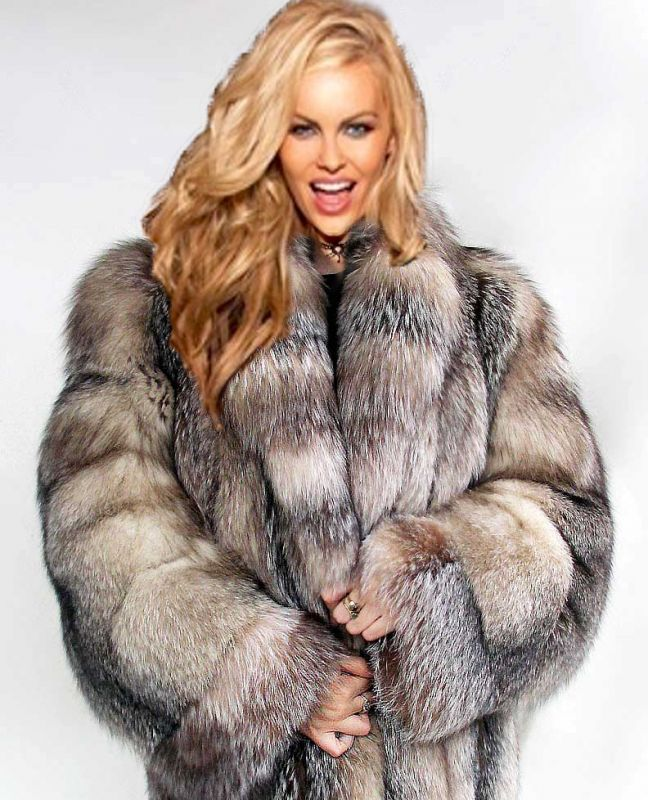 Nude In Fur Coat 81