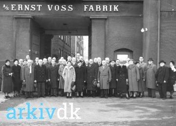 arkiv.dk | Gruppebillede af ansatte hos: A/S Ernst Voss.