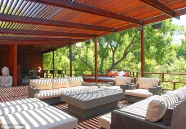 Luxurious: Heath Ledger's $3million-listed former home has been snapped up by Josh Hutcherson --> I want a tree house!