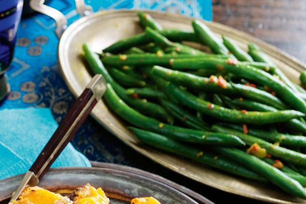 Green beans with garlic and turmeric main image