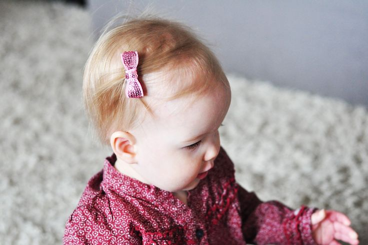 This pack comes with lovely, shimmering colours that will be sure to dazzle and add a little glitz to your little girl's outfit. #hairclipsfortoddlers