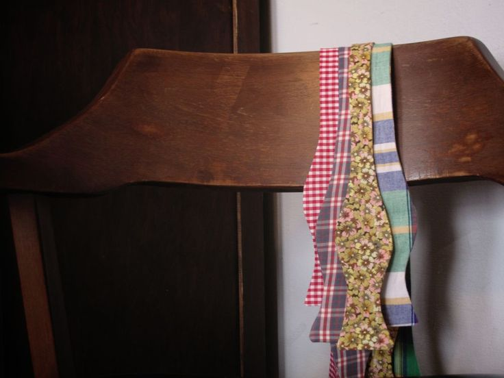 I will probably never get around to MAKING a bow tie, but in case I do, here is how.