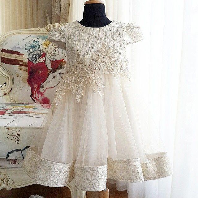 Mihrimah !  Ottoman koleksiyonumuzdan harika bir parça ! www.pettiberry.com ABIYE koleksiyonu Kdv ve kargo dahil 129,90 tl. 2 3 4 5 6 7 8 yaslari mevcut ! A kalite elbiselerimiz en iyi kumaşlarile mükemmel işçilikle meydana getirilmiştir.%100 pamuk astarlıdır.