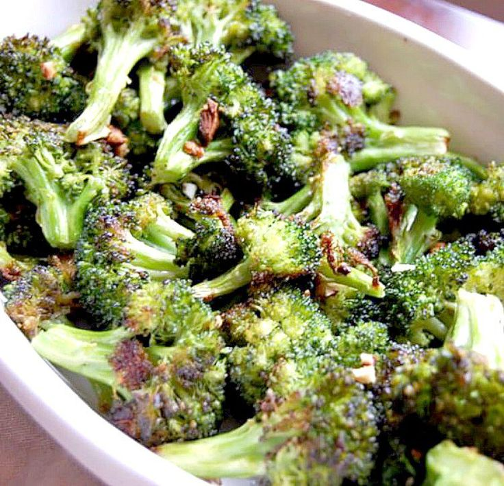 Garlic Roasted Broccoli Recipe on Yummly. Roasted Broccoli Recipe, Broccoli Recipes, Vegetable Recipes, Garlic Broccoli, Roasted Garlic, Garlic Salt, Roasted Brocolli, Roasted Walnuts, Garlic Minced