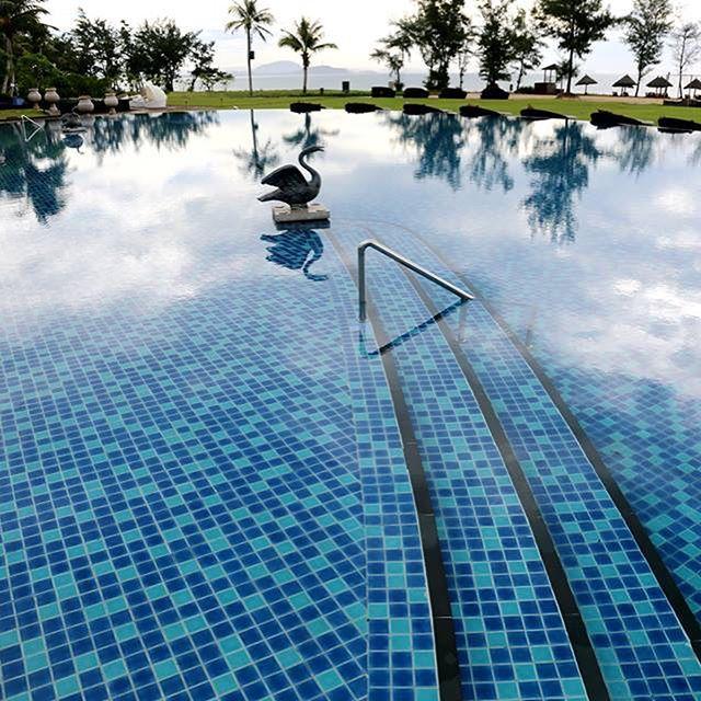 Portfolios Luxurypools Com Pool Tile Pool Tile Designs Mosaic Pool