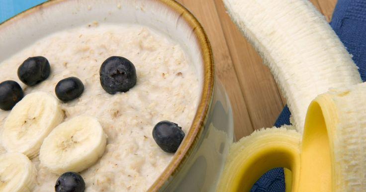 ¿Se puede preparar la avena con antelación y guardarla en la heladera o congelarla para comerla después?. Los harina de avena cocida es un desayuno bueno para el corazón que calienta tu estómago y te mantiene sintiéndote lleno durante toda la mañana. Está hecha con avena que contiene fibras solubles e insolubles. Las solubles reducen el colesterol LDL y las fibras insolubles contienen propiedades anticancerosas. La avena instantánea no sólo es tu ...