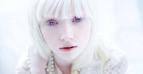 Resultado de imagen de hermosos ojos violetas