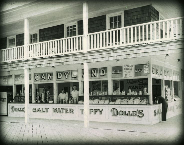 Dolle's Candyland on Wicomico Street & the boardwalk in Ocean City, Maryland #ocmd