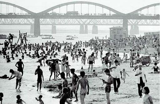 1960's White sandy beach of Han river (in seoul, Korea)