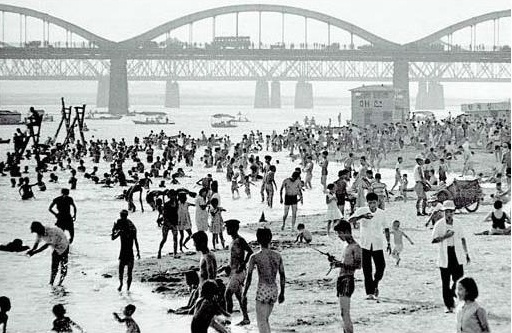 1960's White sandy beach of Han river (in seoul, Korea)