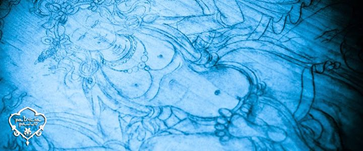 En sánscrito #Dakini es la encarnación femenina de la iluminación. Representa la fuerza intuitiva, bailarina del cielo y del espacio, que elevan el cuerpo terrenal hacia el cielo   Dakini es la naturaleza sutil y misteriosa de la mente en forma femenina; de vientre celeste, vacío creativo, espejo de la serenidad mental, emanación arquetipo de la esencia del ser.
