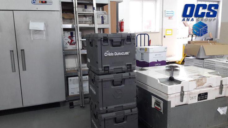 Kontenery do transportu leków, dzięki którym firma OCS realizuje transport leków o różnej temperaturze transportu. Każdy z kontenerów zawierający leki może utrzymywać inną temperaturę do 170 godzin dzięki czemu za jednym razem może być wysłany cały transport do odbiorcy.