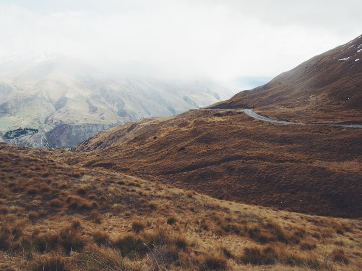 Driving through the Crown Range, New Zealand | http://wander-full.com/2015/08/03/9-road-tripping/