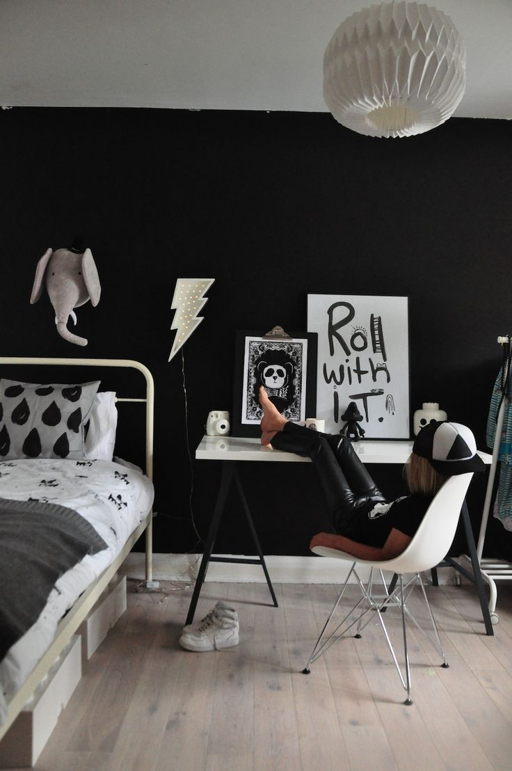 Black and white bedroom for boys - 17 Best Ideas About Cool Kids Rooms On Pinterest Cool Beds For Kids Painting Kids Rooms And Chalkboard Paint Walls