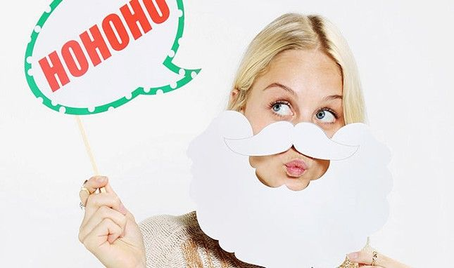 15 Must-Have Holiday Photo Booth Props