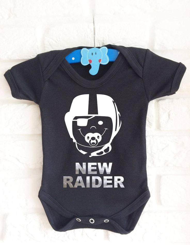 American football Oakland Raiders inspired baby's black onesie bodysuit. Very cute :) by MumKnowsBabyGrows on Etsy
