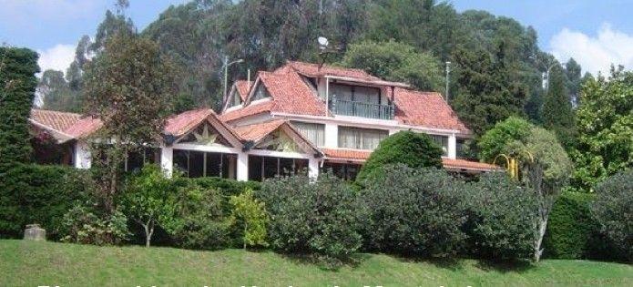 La Hacienda Monteleón, es un lugar construido hace aproximadamente 20 años. Con su único estilo, es un lugar exclusivo y privado rodeado de naturaleza, en el que podrán organizar y realizar tranquilamente la celebración de su boda. Espacios y