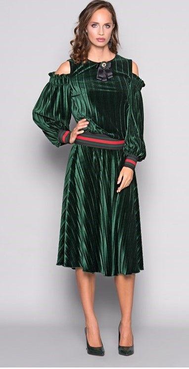 ➡ Preciosa #falda #terciopelo #verde de #Sahoco‼ ¿Te gusta? A nosotras nos encanta!  Cómprala en nuestra #tienda #online