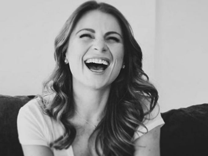 La hermosa Ludwika Paleta confirmó que sí, que los rumores son ciertos y está embarazada. Lo mejor de todo es que, junto con su pareja, Emiliano Salinas, esperan gemelos.Se trata de dos varones y presumiblemente la actriz ya tiene cinco meses de embarazo.A través de su cuenta de Instagram, Ludwika compartió la buena noticia con sus seguidores: