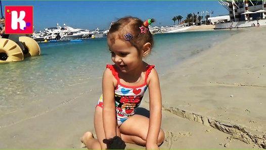 Дубаи ОАЭ День #10,Мисс Катя и Макс идём на пляж кататься на трёхколёсном катамаране, и в бассейне, едем на золотой рынок за сувенирами. Встречаем паровозик со сладостями в отеле. Ужинаем в итальянском ресторане на пляже . Кейти и Макс детский канал новое видео . Dubai - Day 10 : Going to the beach to ride a tricycle catamaran and go to the Dubai Gold Market to buy souvenirs. Have supper in an Italian restaurant on the beach  Спасибо, что смотрите мое видео!   Thanks for watching my video…