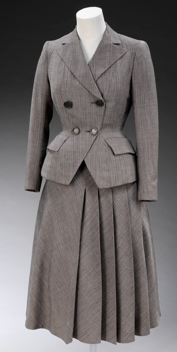 Hardy Amies Suit - 1947 - by Edwin Hardy Amies, England - British interpretation of Christian Dior's 'New Look' - Victoria and Albert Museum.  Perfect vintage suit!