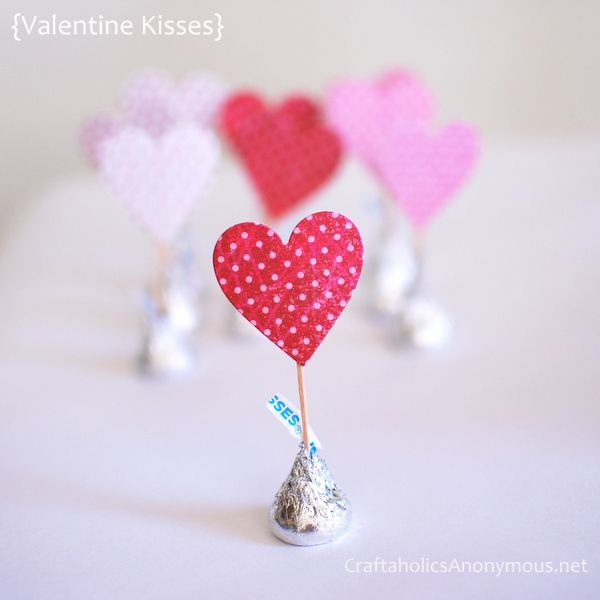 simple, cute Vday kisses: Valentine'S Day, Valentine Day Crafts, Crafts Ideas, Scavenger Hunting, Parties, A Kisses, Hershey Kisses, Places Cards, Paper Crafts