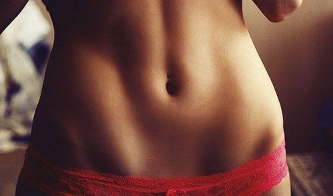 Avoir un ventre plat, parfait est le rêve de nombreuses d'entre nous.    Mais connaissez-vous vraiment les exercices pour muscler votre ventre correctement? En voilà 6 !      1) La planche degainage    Il s'agit d'un exercice où vous devrez vous …