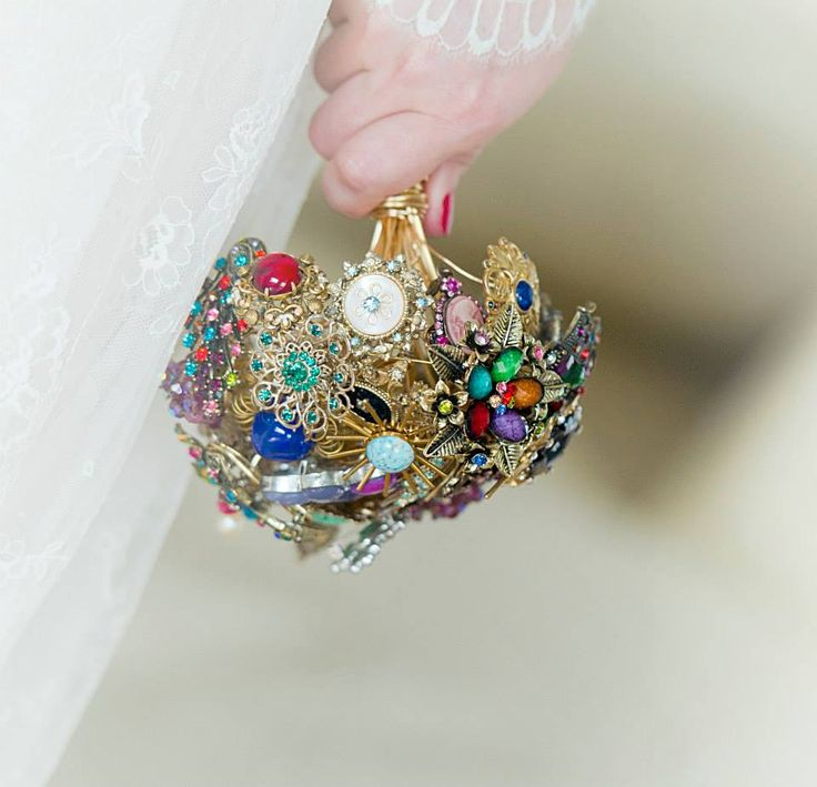 Wedding brooch bouquet