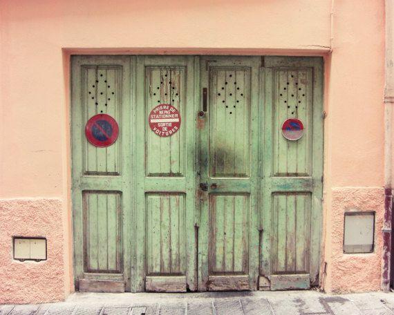Frans muur kunst  houten deuren  pastel perzik door LupenGrainne