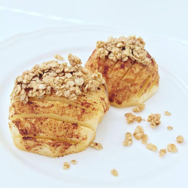¿Te apetece un postre muy especial? Triunfarás con esta deliciosa receta de manzana asada con canela y avena crujiente.