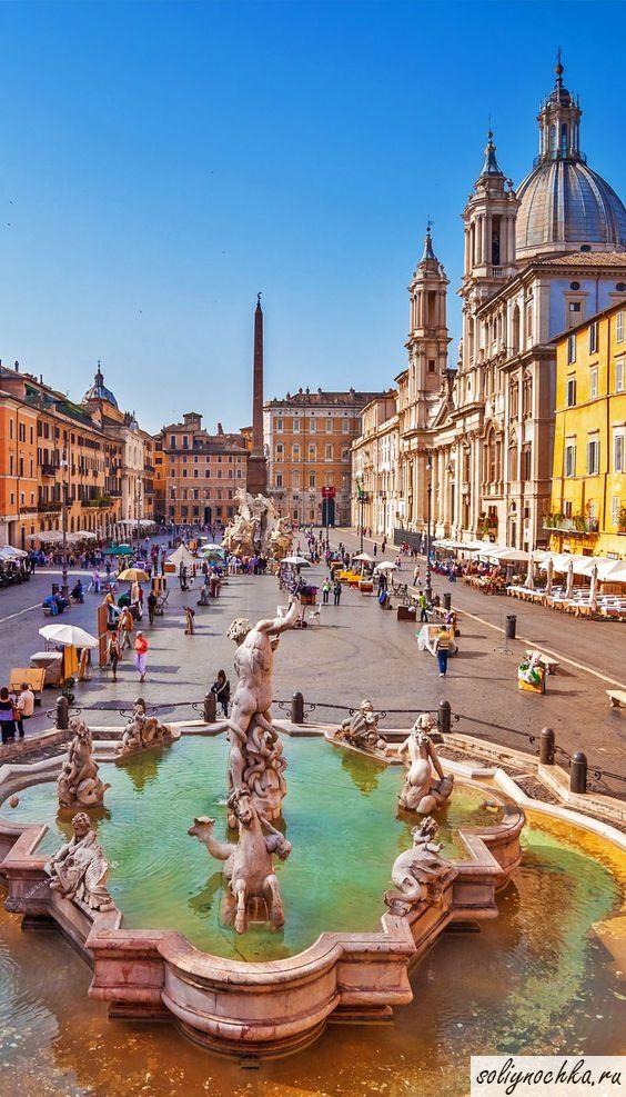 Фонтан Нептуна на площади Пьяцца Навона, Рим, Италия