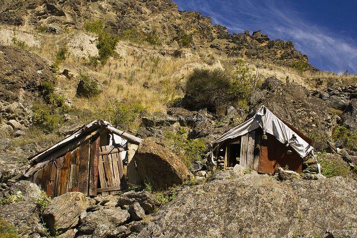 Kawarau Gorge - Miners' huts | © Elyse Childs Photography