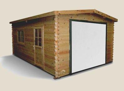 Ce chalet au design élégant est en bois naturel non traité, avec porte blanche basculante. Le petit + : les fenêtres et portes latérales!