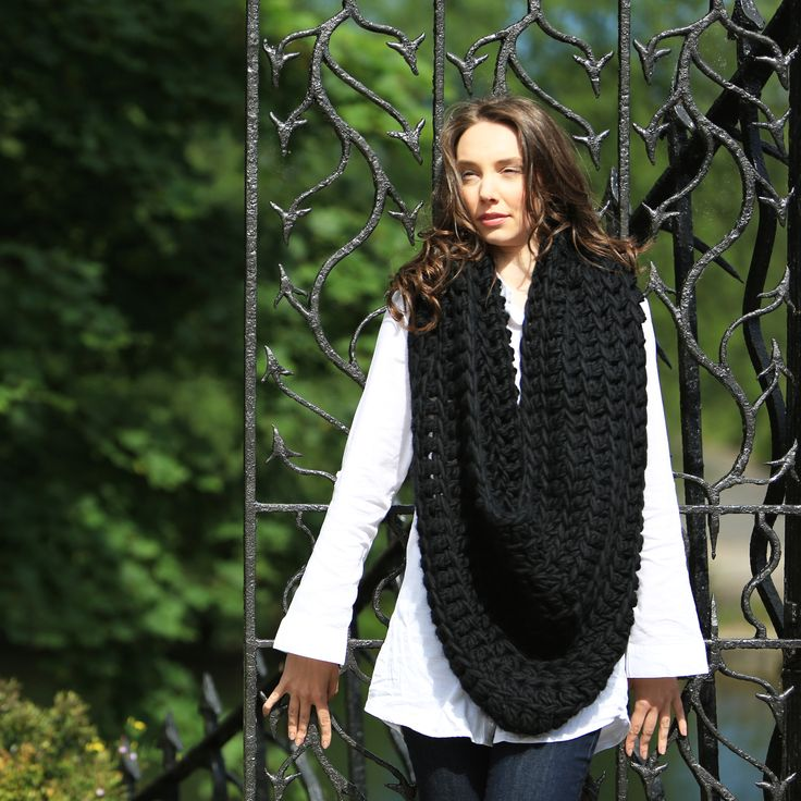 Super chunky crocket kit, make your own snood/scarf. This is a great kit if you have mastered the basics of crochet. Kit available in a range of great colours.