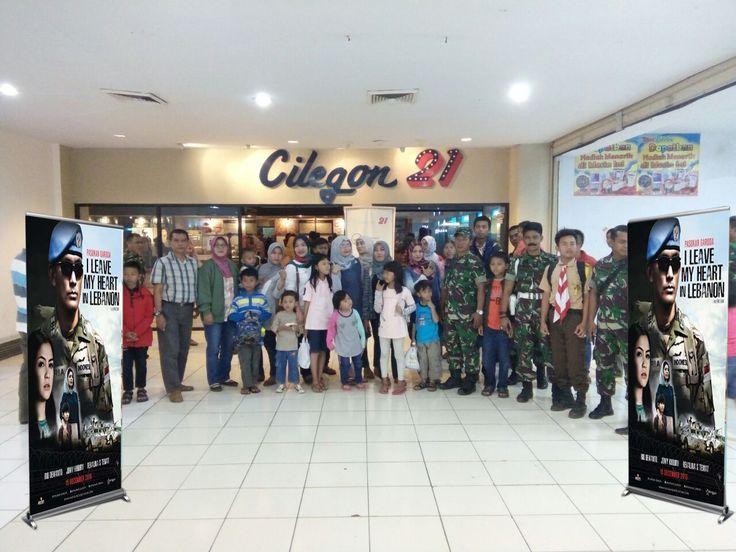 Kodim 0601/Pandeglang, gelar nonton bareng film 'I Leave My Heart In Lebanon' Selasa (20/12/2016) malam di Cilegon 21 kota Cilegon Banten bersama keluarga besar Kodim 0601/Pandeglang.