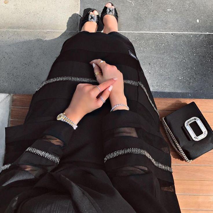 . @hamdaqayed . . . . . . . #عبايات#عباه#العبايه#ديزاين#فن#الامارات#فساتين#تصميم#خياطه#مصممه#كوتور#ابوظبي#مشاهير#العرب#قطر#بحرين#رسم#موضه. #abaya#abaya_designer#design#fashion#fanc#black#show#coture#uae#dubai#deigner#abayatrendz