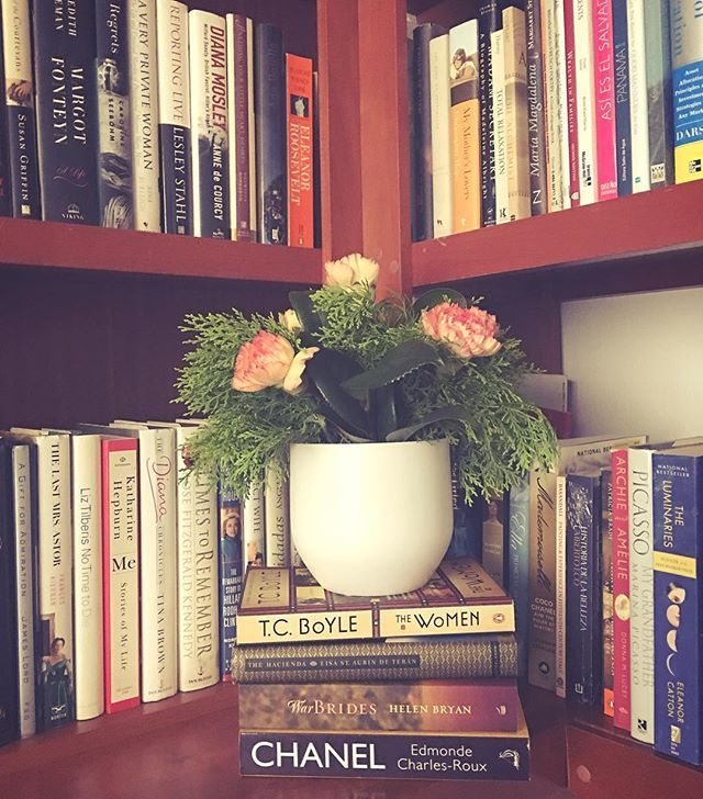 Afternoon reading in my library. Book corner with biographies and memoirs of women who have shaped history.  #carnations #booksandbeans #booksandflowers #igreads #library #mylibrary #ilovebooks #igreads #booknook #bookstagram #met_createchange #bookstagrammer #bookworm #bookishfeature #literature #shelfie #bookshelves #bookstack