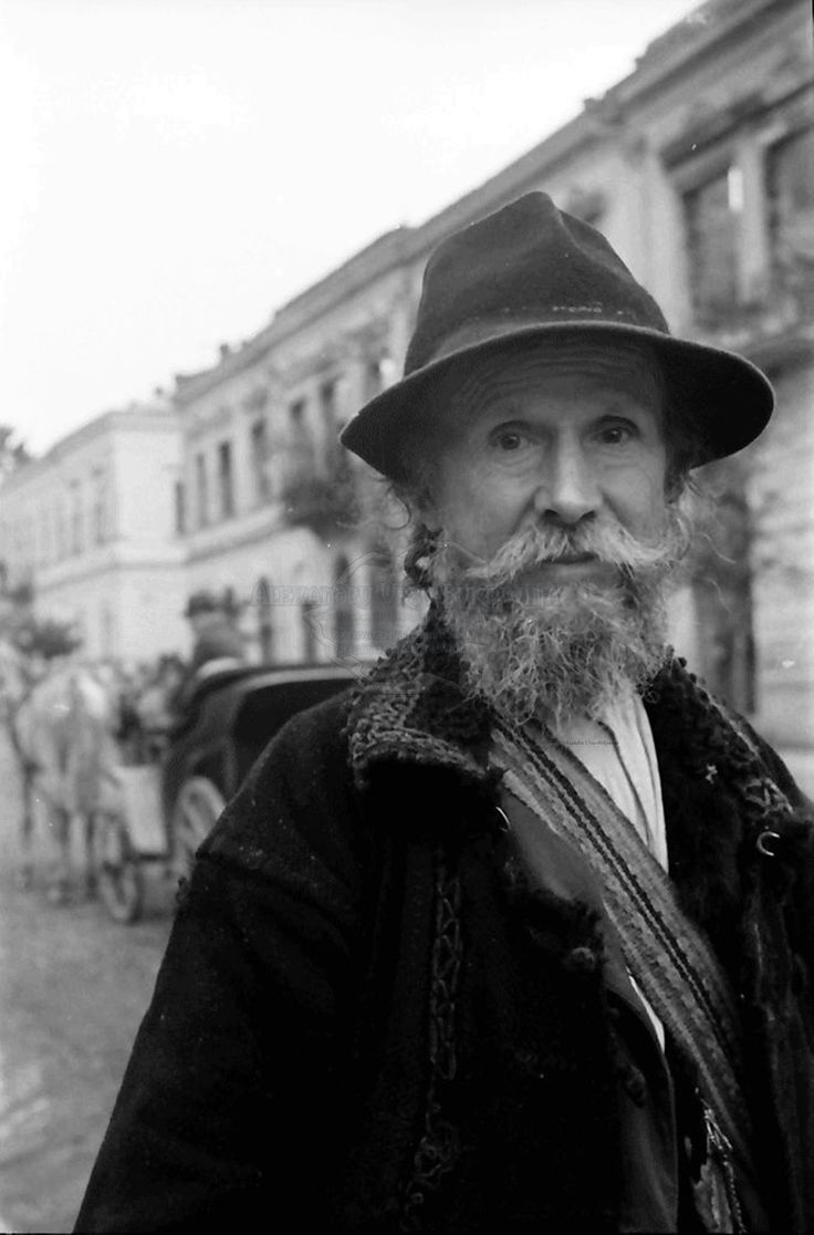 B72.Storojinet.Flondoreni.OrasulStorojinet.Rumänischer Veteran, Porträt.24. Juli 1941.Fotograf Willy Pragher