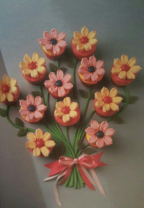 Flower cupcakes - Women's Weekly Kids Birthday Cakes recipe book