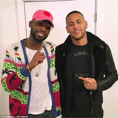 Footballer, Neymar and rapper, Tinie Tempah chill in London restaurant (photo) - http://www.thelivefeeds.com/footballer-neymar-and-rapper-tinie-tempah-chill-in-london-restaurant-photo/
