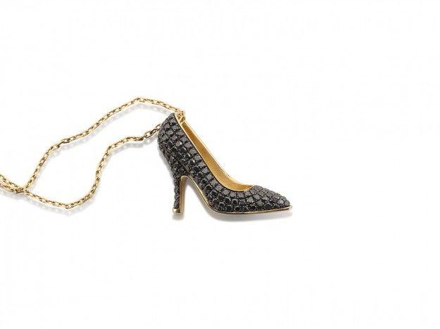 Collana in oro e diamanti neri - Modello della linea Miniature preziose con diamanti neri dalla collezione Salvatore Ferragamo Jewels 2016