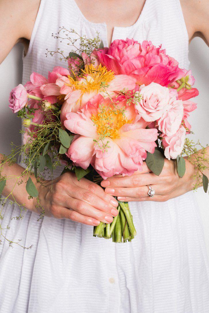 Pin for Later: Die 10 schönsten Braut-Maniküren für die Hochzeit Pfirsich/Koralle