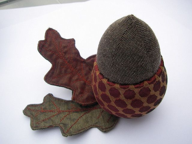 acorn pincushion...adorable. I would love to have this!