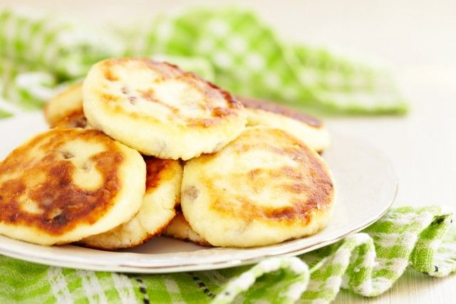 pancake salati con ricotta e cavolfiore  -2 uova -150 gr farina -100 gr ricotta -200 gr cavolfiore lessato -100 ml latte -100 gr ricotta -Sale e pepe  -montate a neve gl'albumi  -amm. ricotta e tuorli agg. farina   latte  mescolate agg. sale e pepe -schiacciare Leggermente il cavolfiore  e incorporatelo alla pastella -agg. albumi mescolare piano Versate un cucchiaio d'olio in padella e cuocete i pancake da entrambi i lati