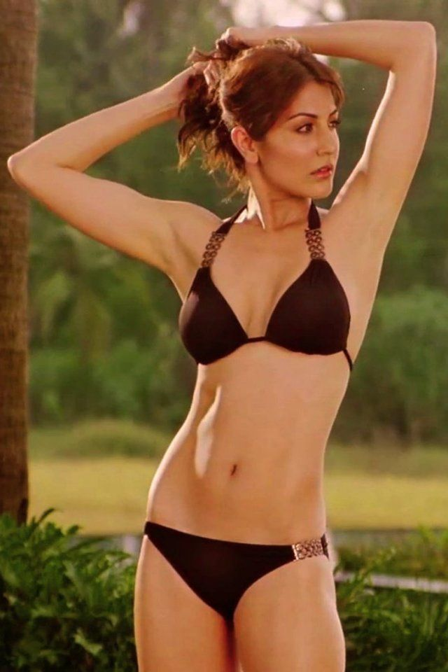 Anushka Sharma Bollywood Actress HD wallpaper.. http://www.mhdwallpapers.com/