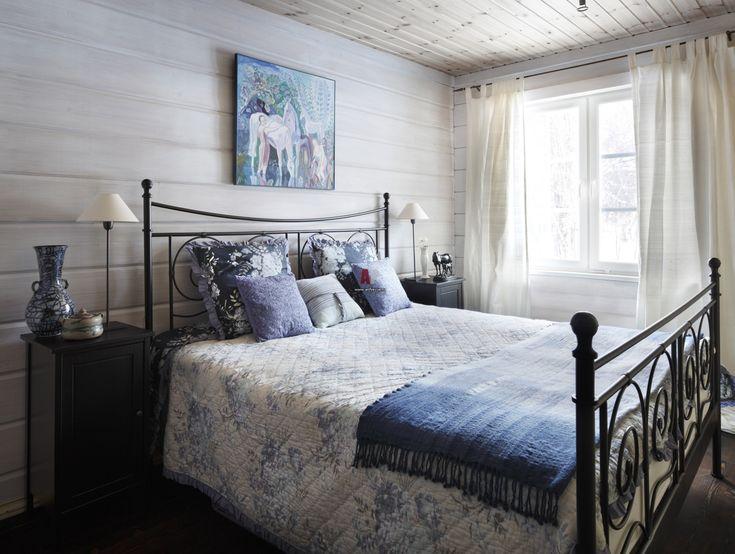 Фото интерьера гостевой небольшого дома в стиле неоклассика