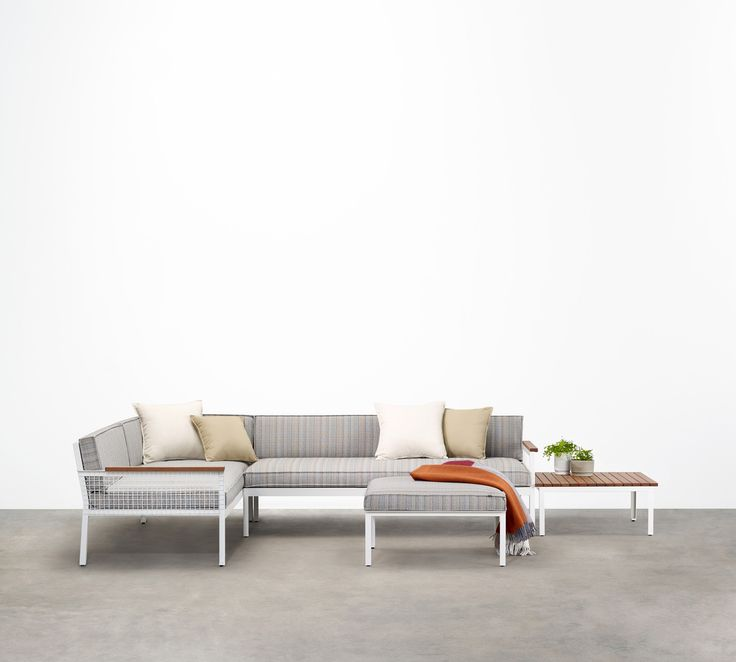 Breeze Modular is a contemporary interpretation of the classic outdoor lounge setting. Incorporating Breeze's signature woven wire frame and timber detail