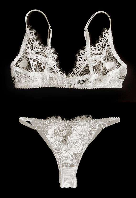 Bridal lace lingerie, with bra without underwire and Bikini pants