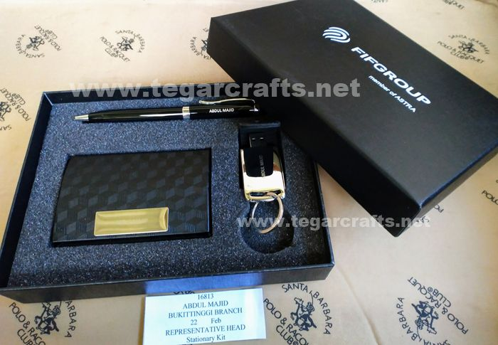 A brilliant gift for your employee's birthday. The gift set that ordered by PT FIF Group, Jakarta Indonesia contains of a nam card holder, USB Flashdrive and a pen with their recipients name.